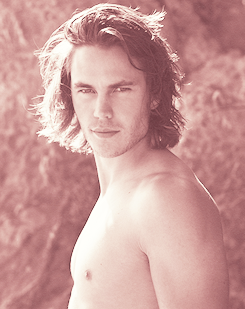 Taylor Kitsch wallpaper containing skin entitled Taylor<3