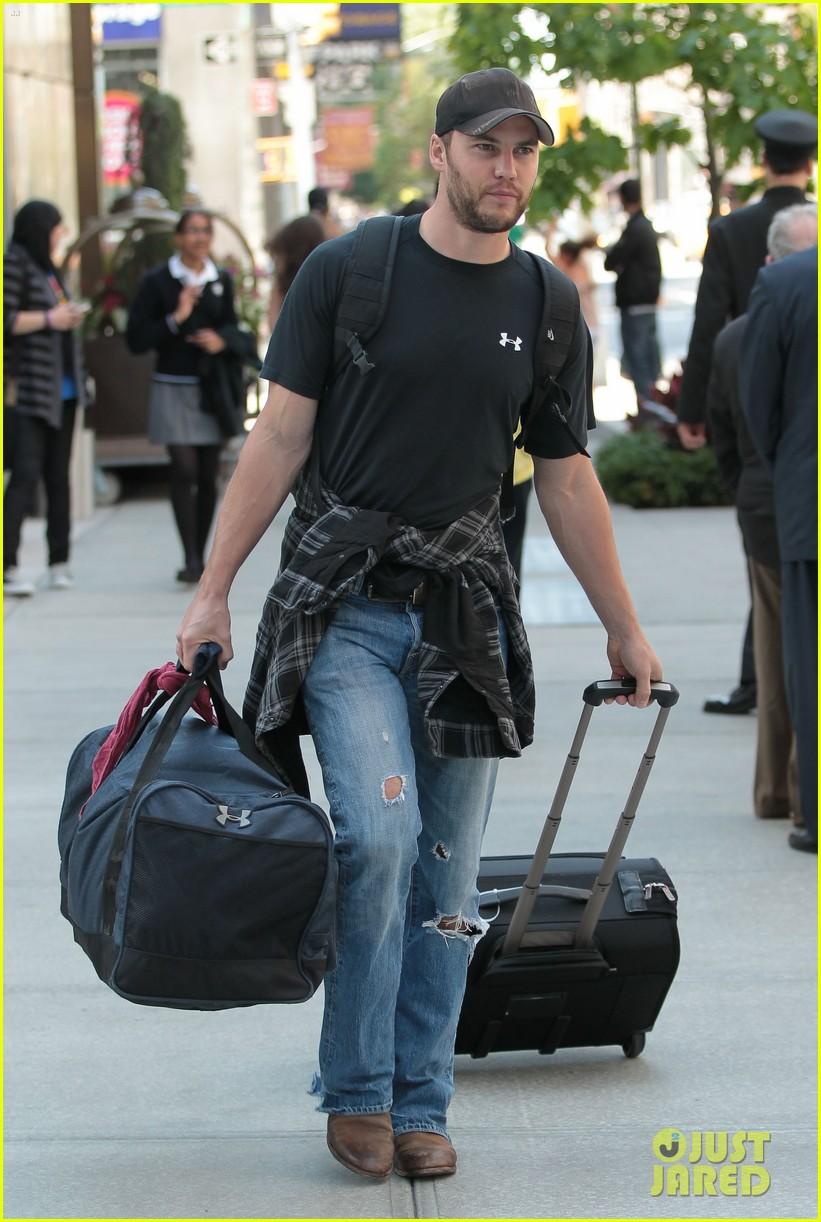 Taylor Kitsch: Bye Bye, NY