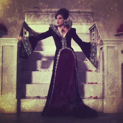 La Méchante Reine/Regina Mills fond d'écran entitled The Evil Queen