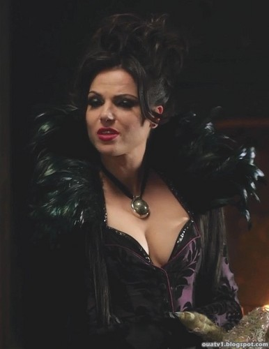 La Méchante Reine/Regina Mills fond d'écran possibly containing a cocktail dress and attractiveness called The Evil Queen