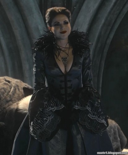 La Méchante Reine/Regina Mills fond d'écran possibly with a kirtle, a surcoat, and a polonaise called The Evil Queen