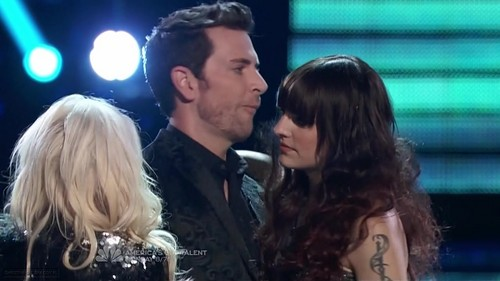 The Voice Season II Episode 21 (8 May 2012) - christina-aguilera Photo