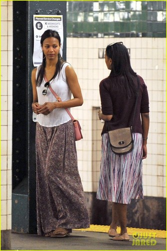Zoe Saldana: Subway Smiles - zoe-saldana Photo