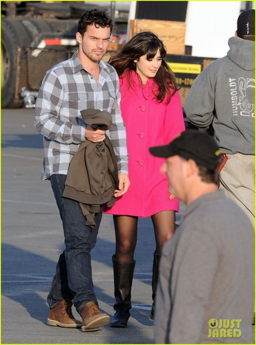 Zooey Deschanel and co-star Jake M. Johnson film scenes for New Girl at the beach <333