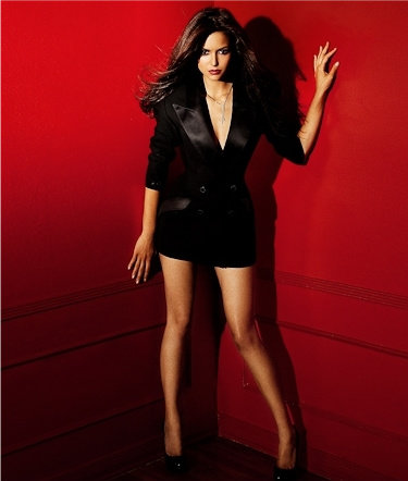 Nina Dobrev fond d'écran probably with bare legs, hosiery, and a legging titled <333