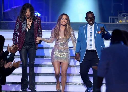 """American Idol"" Grand Finale Show [23 May 2012]"