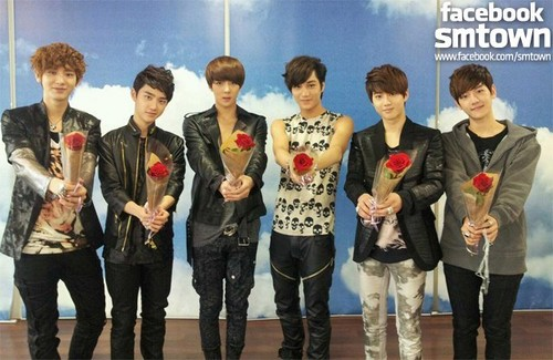 "♥♥EXO-K ""Rose Day""♥♥"