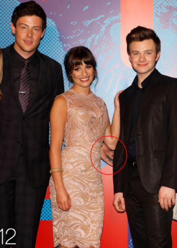 ♥Monfer holding hands♥ behind Lea LOL!!!!
