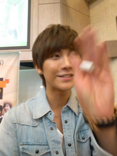 120513 Seunghyun church - ft-island-%EC%97%90%ED%94%84%ED%8B%B0-%EC%95%84%EC%9D%BC%EB%9E%9C%EB%93%9C Photo