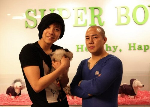 FT ISLAND (에프티 아일랜드) wallpaper containing a sign entitled 120530 Hongki Super-bow Pet Shop