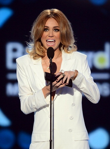 20/05 Billboard Music Awards - miley-cyrus Photo