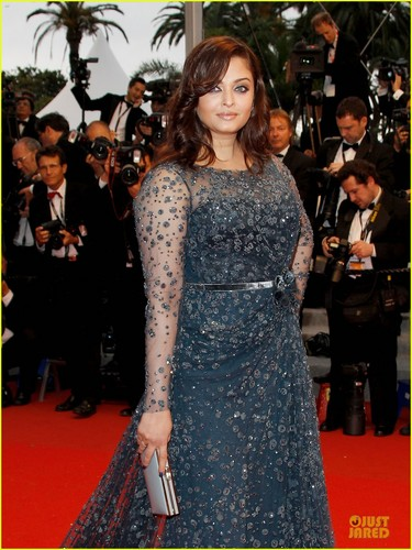 Aishwarya Rai wolpeyper entitled Aishwarya Rai: Motherhood 'Is Wonderful & Splendid'