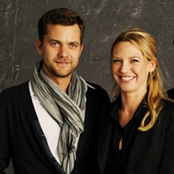 Anna Torv and Joshua Jackson দেওয়ালপত্র with a portrait entitled Anna & Josh ♥