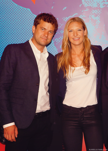 Anna Torv and Joshua Jackson wallpaper containing a business suit and a well dressed person entitled Anna & Josh ♥
