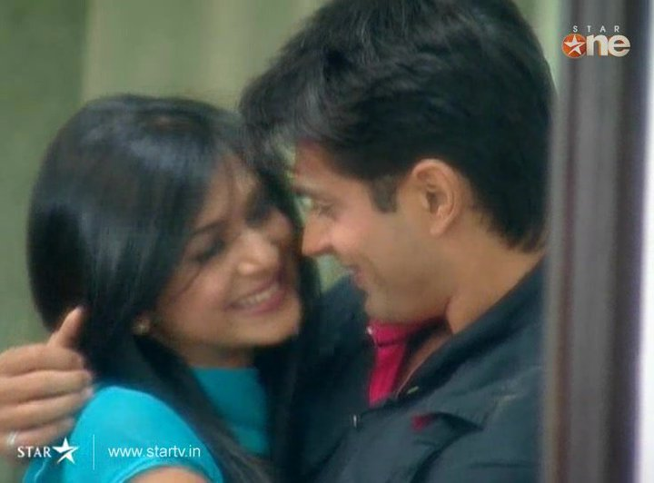 http://images5.fanpop.com/image/photos/30900000/Armaan-and-Riddhima-Jennifer-dill-mill-gayye-hearts-have-met-30954766-720-532.jpg