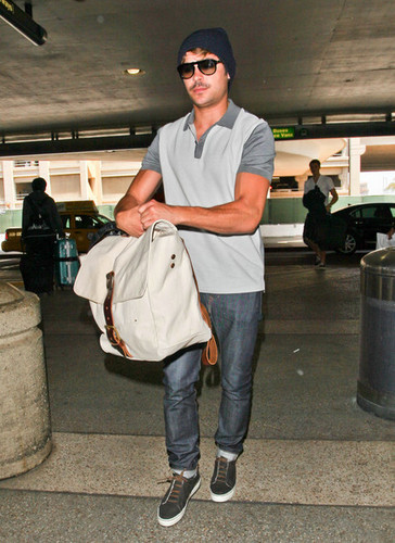 Zac Efron images At Lax 22/05/2012 wallpaper and background photos