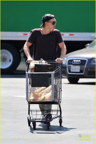 Austin Butler Grabs Groceries