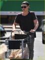 Austin Butler Grabs Groceries - austin-butler photo