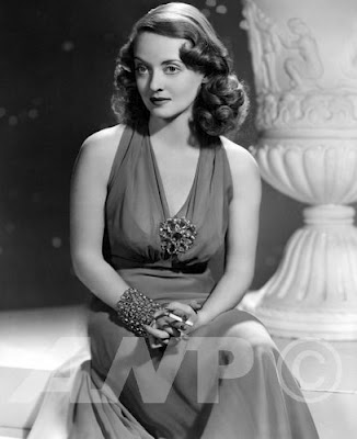 Bette Davis wallpaper probably containing a bridesmaid and a dinner dress called Beautiful Bette