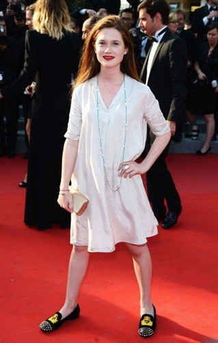 """bonnie wright fondo de pantalla with a business suit and a well dressed person titled Bonnie at """"Mud"""" premiere (05.26.12)"""