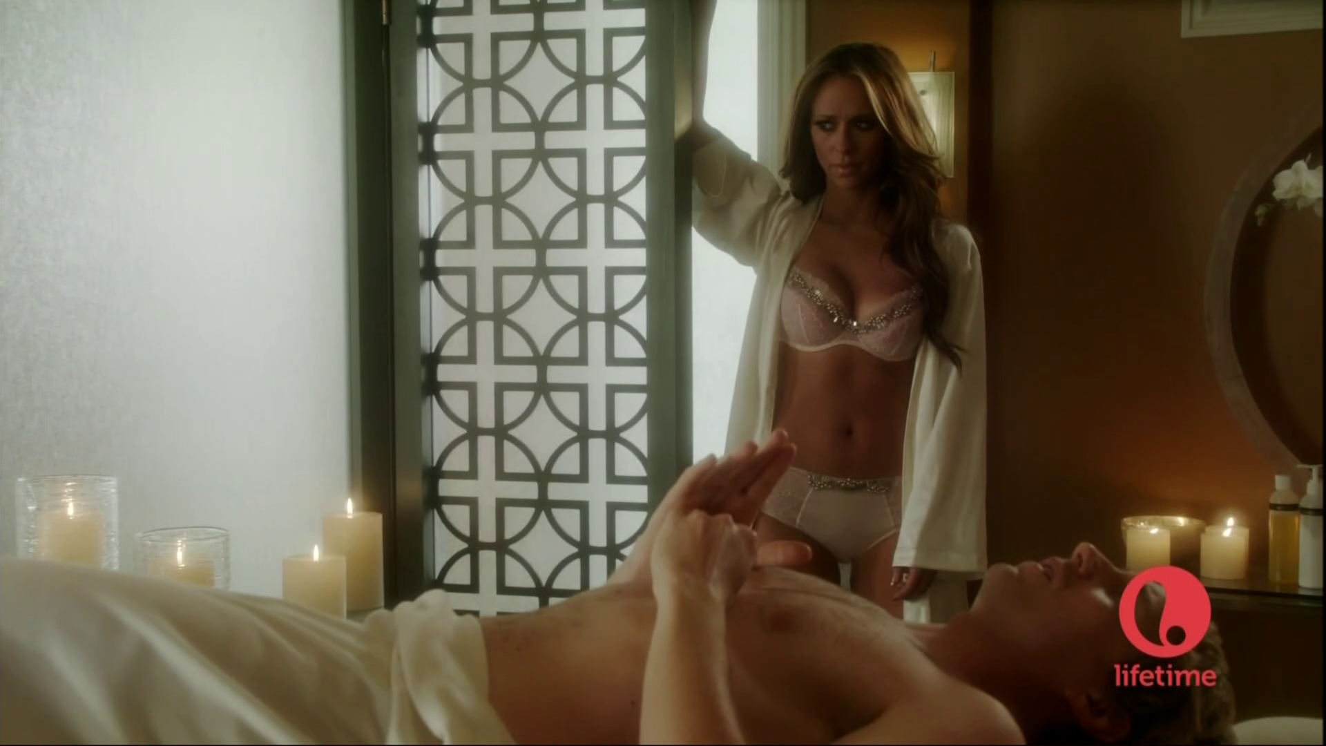 Bra Scenes on The Client lista [20 May 2012]