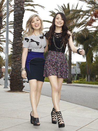 iCarly wallpaper titled Carly & Sam