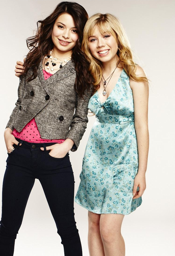 iCarly wolpeyper containing a well dressed person called Carly & Sam