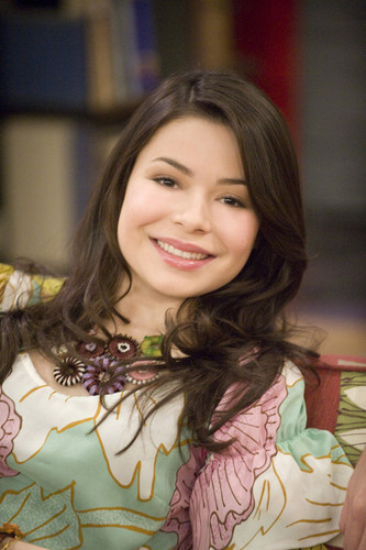 iCarly वॉलपेपर possibly with a portrait called Carly