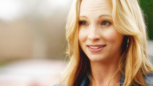 The Vampire Diaries wallpaper with a portrait titled Caroline