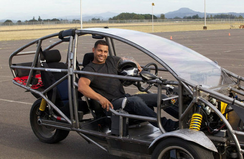 দুর্গ Stars Nathan Fillion and Jon Huertas Go Joyriding (PHOTOS)