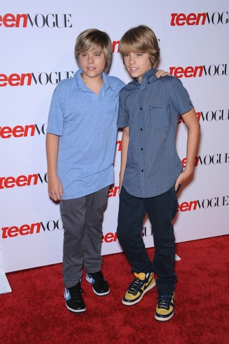 斯普劳斯兄弟 壁纸 probably containing a well dressed person, a pantleg, and a 工作服 titled Cole and Dylan Sprouse @ Teen Vogue Young Hollywood Party, 18 Sep 2008