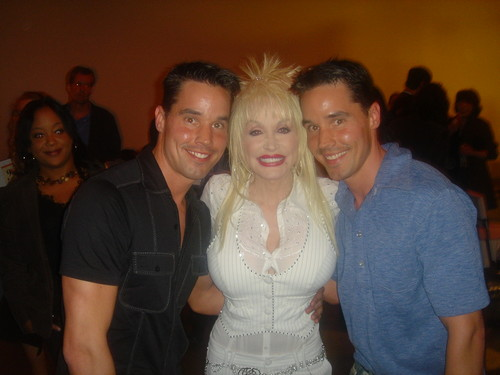 DOLLY TWINS - dolly-parton Photo