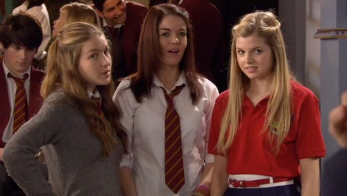 Distracted by boys - the-house-of-anubis Photo