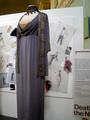 Dresses worn oleh Bette Davis