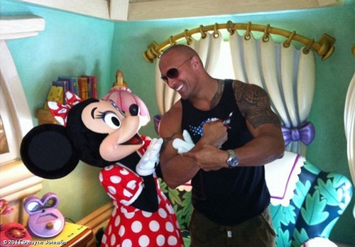 Dwayne Johnson with Minnie topo, mouse