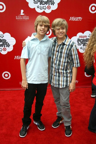 斯普劳斯兄弟 壁纸 possibly containing a well dressed person called Dylan & Cole Sprouse @ Variety's Power of Youth, 04 Oct 2008