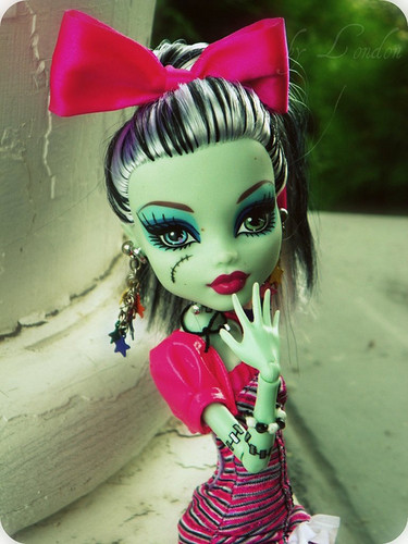 Monster High wallpaper titled Frankie cool