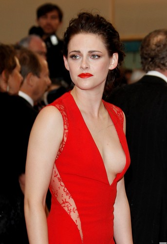 HQ photos; Kristen at the premiere of 'Cosmopolis' [Cannes - 25/05/12]