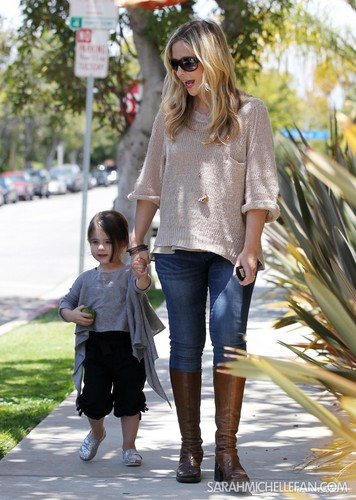 Heading to the Country Mart with Charlie in Brentwood, CA may 26 - sarah-michelle-gellar Photo