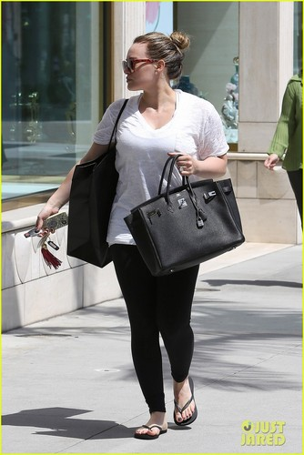 Hilary Duff Signs with New Agency - hilary-duff Photo