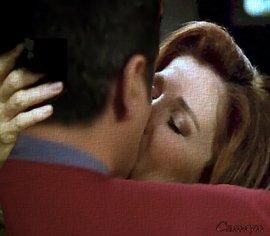 Janeway and Chakotay - Voyager days kiss