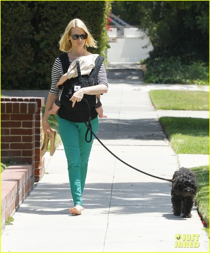 January Jones fond d'écran titled January Jones: Little Dom's Lunch with Xander!