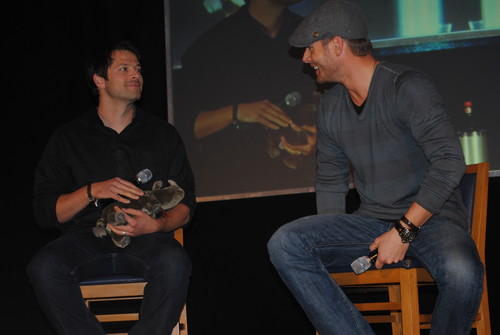 Jensen & Misha at Jus In Bello 2011 - jensen-ackles-and-misha-collins Photo