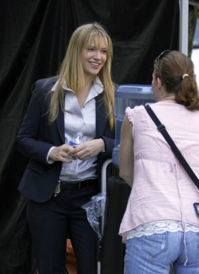 Anna Torv and Joshua Jackson Обои possibly with a business suit entitled Joshua and Anna on set - July 12, 2010