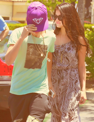 Justin Bieber & Selena Gomez: Movie Date! - justin-bieber-and-selena-gomez Photo