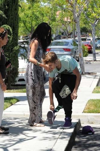 Justin Bieber & Selena Gomez: Movie Date, problems?