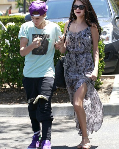 Justin pissed off..Paparazzi