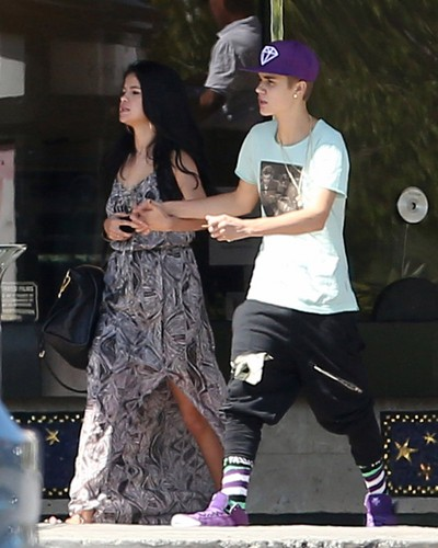 Justin with Selena today - justin-bieber Photo