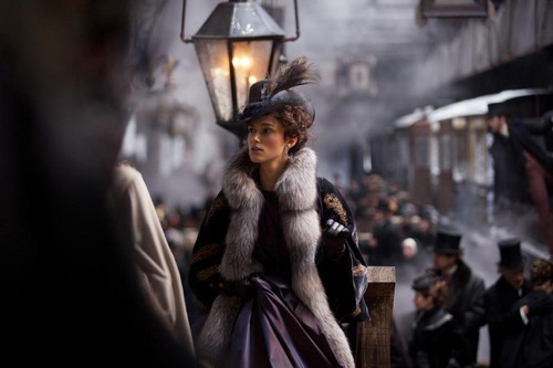 Keira Knightley پیپر وال possibly with a سٹریٹ, گلی and a فر, سمور کوٹ called Keira [Anna Karenina]