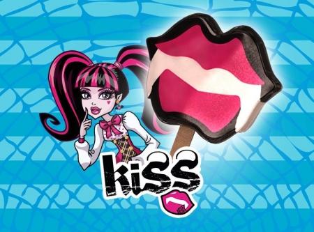 Kiss Draculaura